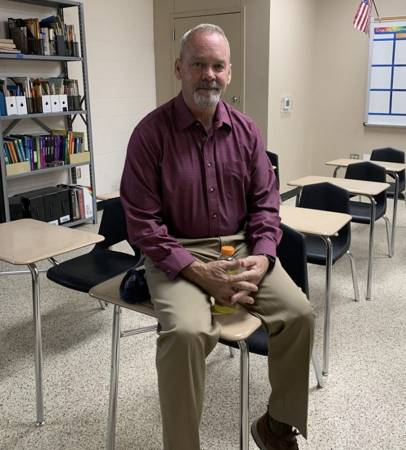 Mr.+Yetter%2C+the+new+CH+Spanish+teacher%2C+enjoys+his+first+year+at+Central+Heights.